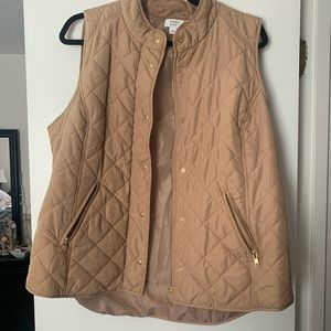 Crown and Ivy puffer vest